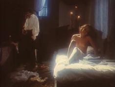 Эротичная Ольга Кабо оголила грудь в сериале «Мушкетеры 20 лет спустя» фото #6