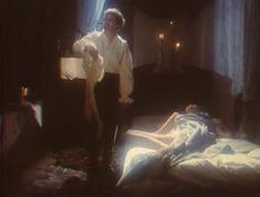 Эротичная Ольга Кабо оголила грудь в сериале «Мушкетеры 20 лет спустя» фото #8