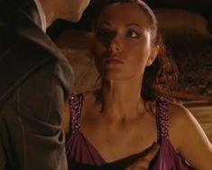Красотка Юлия Такшина случайно засветила грудь в сериале «Не родись красивой» фото #9