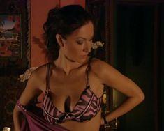 Красотка Юлия Такшина случайно засветила грудь в сериале «Не родись красивой» фото #17