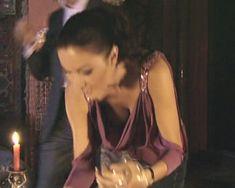 Красотка Юлия Такшина случайно засветила грудь в сериале «Не родись красивой» фото #18