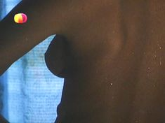 Ирина Чериченко засветила грудь в фильме «Не хочу жениться!» фото #2