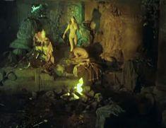 Полностью обнажённая Евдокия Германова в фильме «Новые приключения янки при дворе короля Артура» фото #5