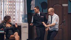 Карина Зверева засветила трусики в сериале «Однажды в России» фото #2