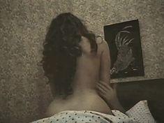 Голая попа Елены Романовой в фильме «Опасная женщина» фото #1