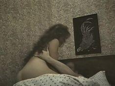 Голая попа Елены Романовой в фильме «Опасная женщина» фото #3