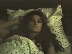 Голая попа Елены Романовой в фильме «Опасная женщина» фото #4