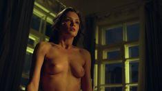 Красивая голая грудь Паулины Андреевой в сериале «Оттепель» фото #13