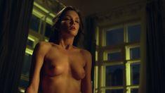 Красивая голая грудь Паулины Андреевой в сериале «Оттепель» фото #14