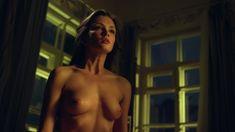 Красивая голая грудь Паулины Андреевой в сериале «Оттепель» фото #15
