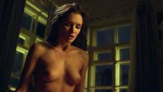 Красивая голая грудь Паулины Андреевой в сериале «Оттепель» фото #18