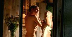 Возбуждающая голая грудь Елизаветы Боярской в фильме «Парк советского периода» фото #1