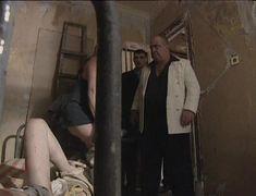 Юлия Рудина оголила попу в сериале «По имени Барон» фото #2