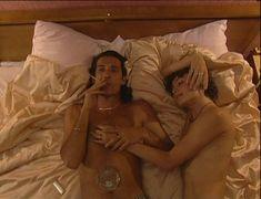 Юлия Рудина оголила попу в сериале «По имени Барон» фото #16