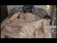 Озорная Эмилия Спивак засветила грудь в фильме «Повторение пройденного» фото #1