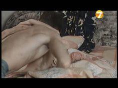 Озорная Эмилия Спивак засветила грудь в фильме «Повторение пройденного» фото #4