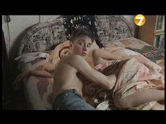 Озорная Эмилия Спивак засветила грудь в фильме «Повторение пройденного» фото #8