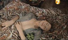 Юлия Рудина засветила грудь в фильме «Повторение пройденного» фото #8