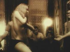 Голая грудь Татьяны Ташковой в фильме «Помилуй и прости» фото #14