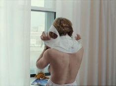 Татьяна Догилева засветила грудь в фильме «Привет, дуралеи!» фото #4
