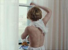 Татьяна Догилева засветила грудь в фильме «Привет, дуралеи!» фото #5