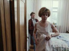 Татьяна Догилева засветила грудь в фильме «Привет, дуралеи!» фото #6