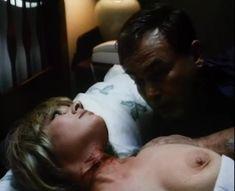 Лариса Гузеева показала голую грудь в фильме «Приговор» фото #3