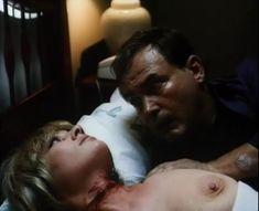 Лариса Гузеева показала голую грудь в фильме «Приговор» фото #5
