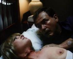 Лариса Гузеева показала голую грудь в фильме «Приговор» фото #6
