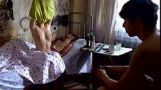 Сочная голая грудь Анны Старшенбаум в фильме «Продается детектор лжи» фото #2