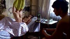 Сочная голая грудь Анны Старшенбаум в фильме «Продается детектор лжи» фото #3