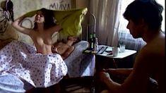 Сочная голая грудь Анны Старшенбаум в фильме «Продается детектор лжи» фото #5