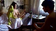 Сочная голая грудь Анны Старшенбаум в фильме «Продается детектор лжи» фото #6