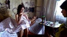 Сочная голая грудь Анны Старшенбаум в фильме «Продается детектор лжи» фото #8