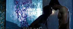 Паулина Андреева оголила грудь и попу в фильме «Саранча» фото #86