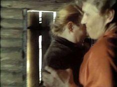 Голая грудь Натальи Андрейченко в фильме «Сибириада» фото #1