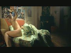 Шикарная Анны Старшенбаум оголила грудь и попу в фильме «Скажи Лео» фото #1
