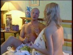 Юлия Пожидаева засветила грудь в сериале «Ставка на жизнь» фото #2