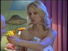 Юлия Пожидаева засветила грудь в сериале «Ставка на жизнь» фото #4