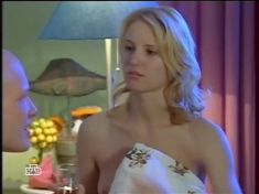 Юлия Пожидаева засветила грудь в сериале «Ставка на жизнь» фото #5