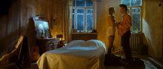 Красивая Оксана Акиньшина оголила грудь в фильме «Стиляги» фото #2