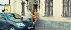 Голая попа Оксаны Акиньшиной в фильме «СуперБобровы» фото #21