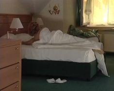 Анна Миклош показала голую грудь в сериале «Тамбовская волчица» фото #1