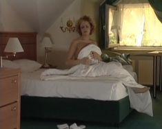 Анна Миклош показала голую грудь в сериале «Тамбовская волчица» фото #6