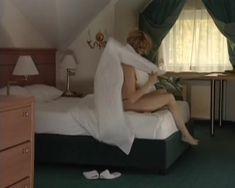 Анна Миклош показала голую грудь в сериале «Тамбовская волчица» фото #9