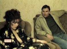 Марина Могилевская засветила голую грудь в фильме «Телохранитель» фото #2