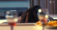 Анна Пескова засветила грудь в сериале «Тест на беременность» фото #2