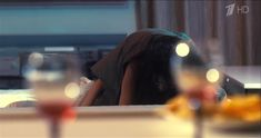 Анна Пескова засветила грудь в сериале «Тест на беременность» фото #4