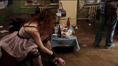 Екатерина Смирнова засветила сиськи в сериале «Тройная жизнь» фото #1