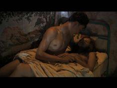 Катерина Шпица оголила грудь и попу в сериале «У каждого своя война» фото #8